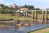 Portomarin (links) und seine Brücken: