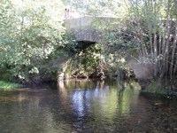 Mittelalterliche Brücke über den Río Iso
