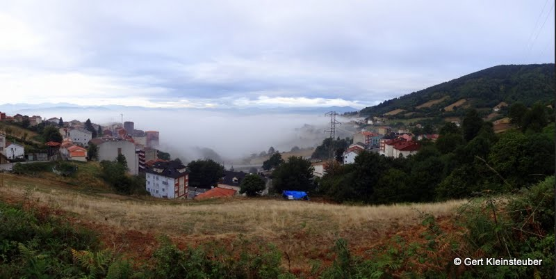 Tineo im Nebel