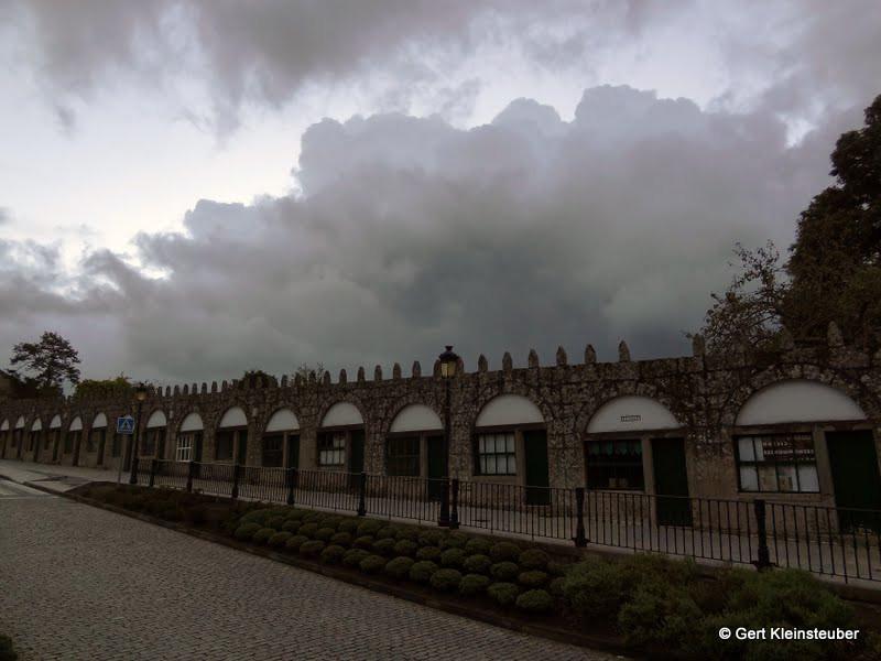 bedrohliche Wolken am Ortsausgang von Negreira