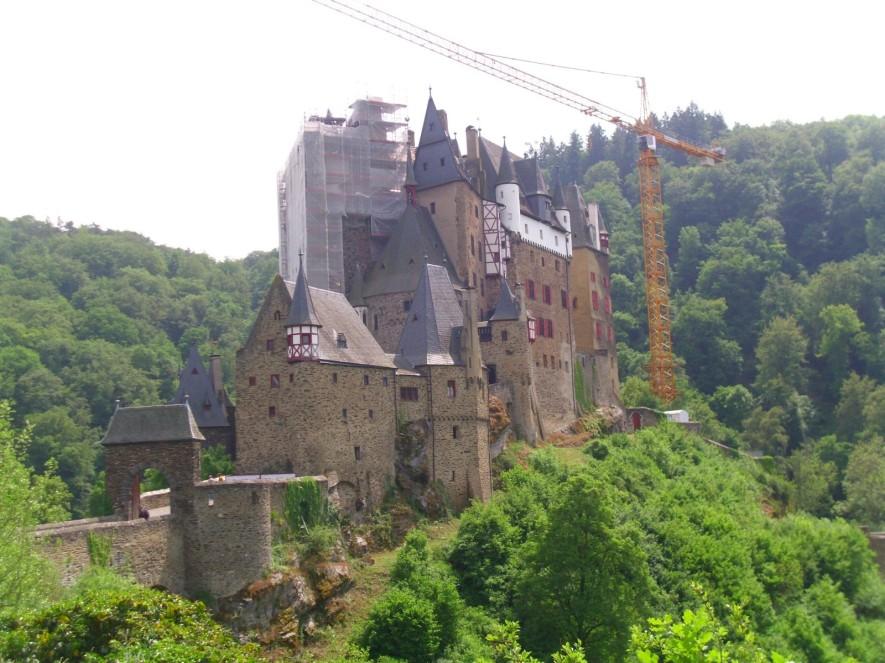 Die Burg Eltz konnte man früher auf den 500 - Mark Scheinen bewundern