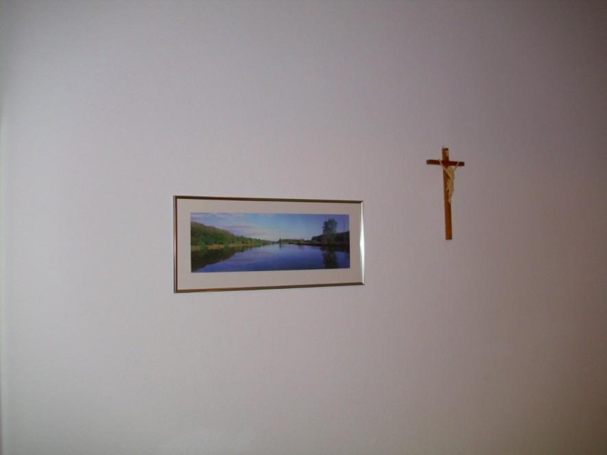 Der Wandschmuck in meinem Zimmer im Kloster Maria Engelport. Das Nonnenkloster dient heutzutage als Exer ztienhaus. Es ist ein sehr ruhiger und besinnlicher Ort an welchem die Nonnen leise durch das Gebäude schlendern um zu beten oder ihr Tagewerk zu verrichten.