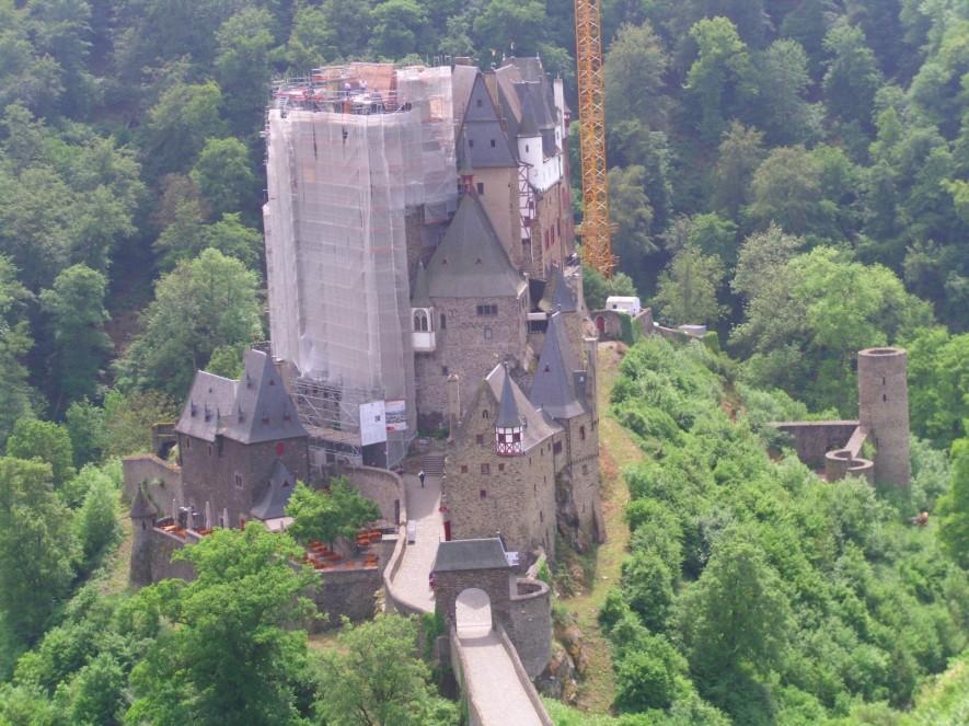 Burg Eltz, leider zur Zeit in Restauration.