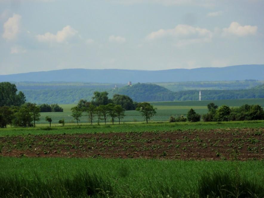 Blick zur Burg Gleichen (vorn) und zur Mühlburg