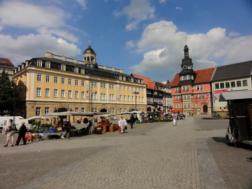 Markt mit Stadtschloss und Rathaus