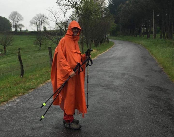 Poncho mit Regenhose. Foto von Sascha Mader
