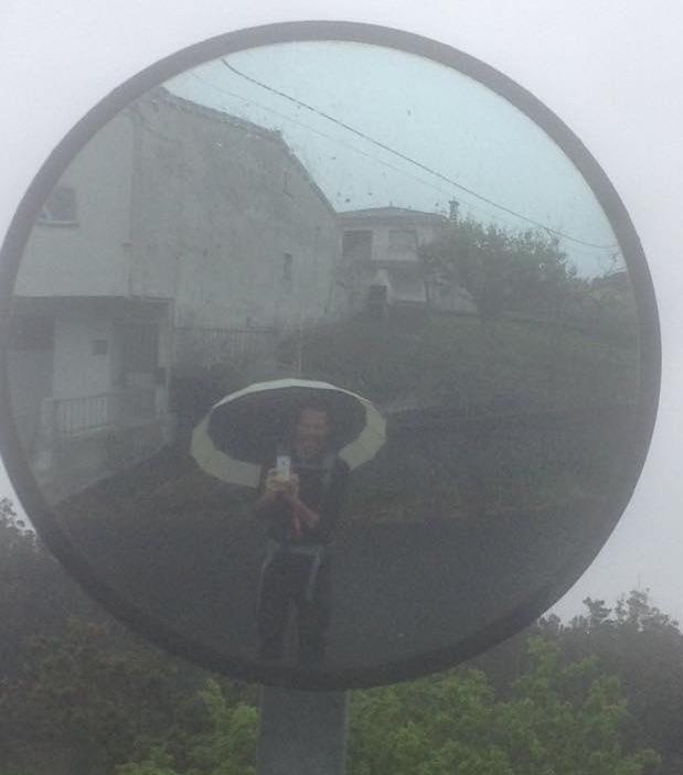 Foto und Schirm von Felix Gast